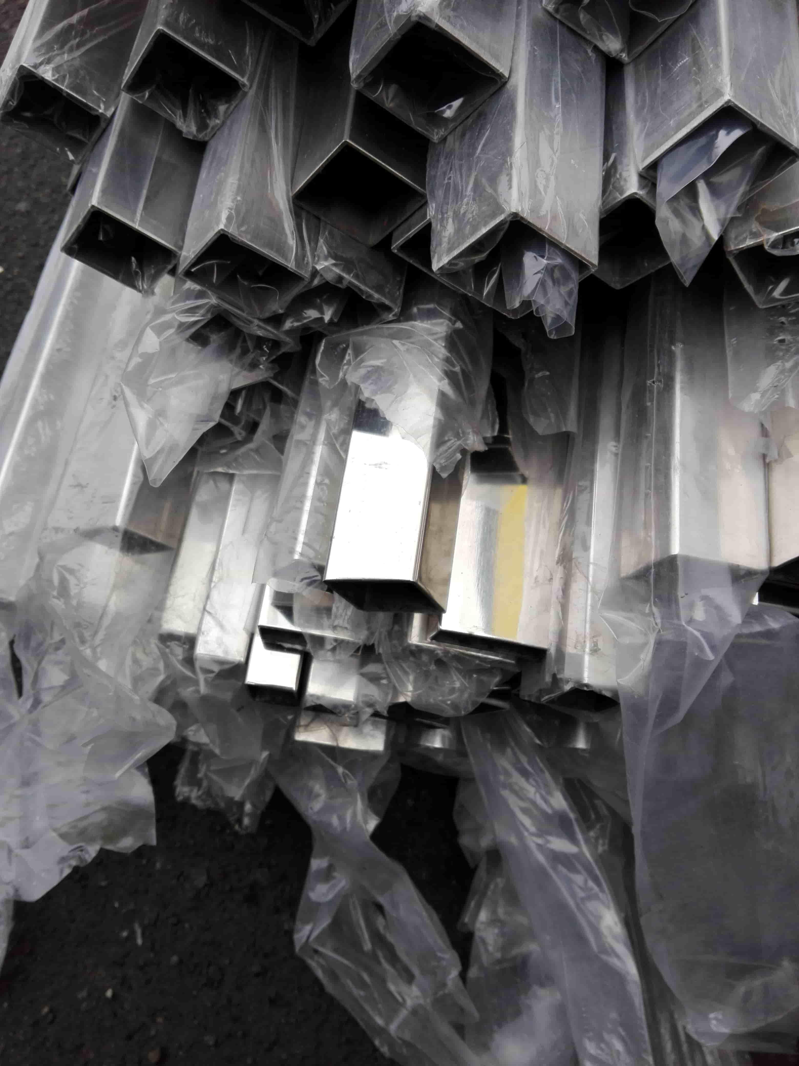Труба профильная нержавеющая зеркальная AISI304